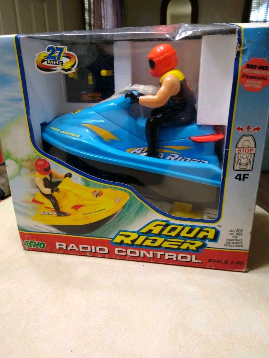 Photo Brand new twin engine speed boat with remote control
