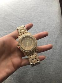 Round gold analog watch with link bracelet Purcellville, 20132