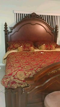 Solid hardwood old world king size bed, like new condition. Comes with