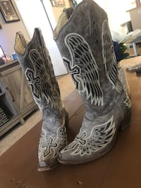 Corral Women's Distressed Brown with Winged Cross Black Sequin Inlay Snip Toe Western Boot La Mesa, 91942