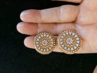 Pretty Round White Vintage Clip Earrings