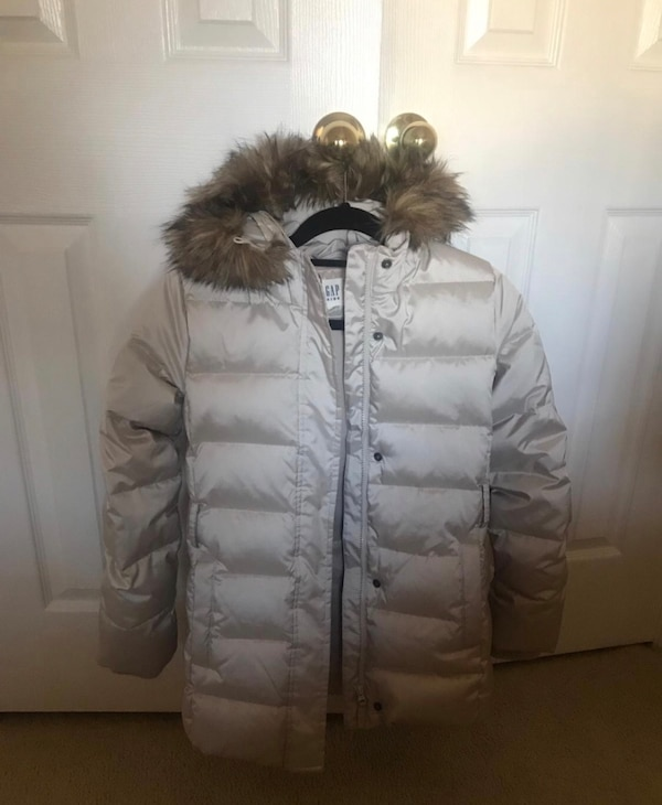 Gap Kids Girls puffer Coat, XL ( usually wears 12-13 years old girls), in excellent conditions !