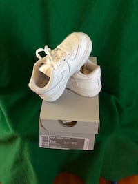 Nike AIR FORCE ONES (TODDLER) Size 8