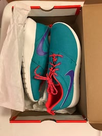 blue-and-pink Nike running shoes in box Hawthorne, 90250