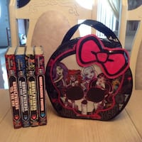 """Monster High: Ghoulfriends"" Set Of 4 Hardcover Books + Bag 502 km"