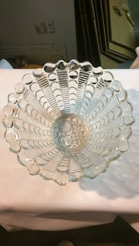 Glass bowl that is 10 inches across Belpre, 45714