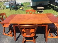 Maple Dining Table w 5 Chairs  Wellsville, 17365