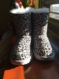 Cute little Lavender/black spotted UGG boots size12 NO BOX