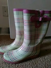 Striped pink boots North Augusta, 29841
