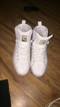 pair of white Adidas high-top sneakers Ajax, L1T 4X4