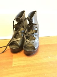 Deena & Ozzy lace-up wedges size 8 1/2 Toronto, M4C 4Y7
