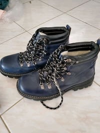 Blue Winter boot size 9