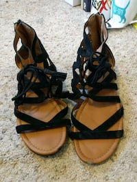 Sandals with zip in back