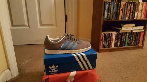Used blue whtie and black adidas low top sneakers for sale in Roswell -  letgo 31461da96