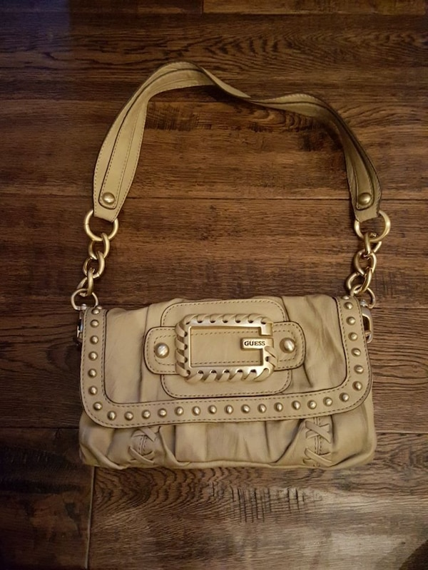 af0ad0b3f8c1 Used Guess purse for sale in Woodstock - letgo