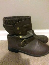 pair of brown leather boots Tulsa, 74110