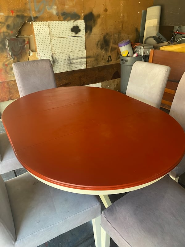 Dining room table w/chairs bb968f18-e1ba-442a-b974-9c2785041d19