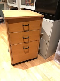 Wooden filing cabinet + 5 free hanging files