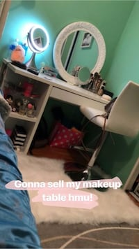 White makeup desk comes with mirror, beautiful vanity for cheap price Surrey, V3R 2C8