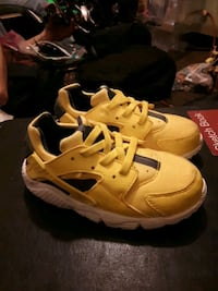 NEW Childs Nike Horoche Shoes, size 9c