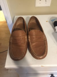 9.5 men's loafers barley worn. With original box Columbia, 29201