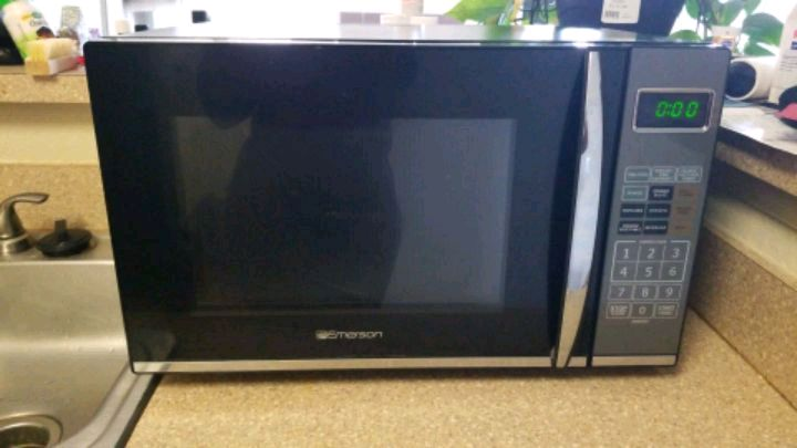 Photo Emerson 1100 watt Microwave