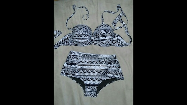 08a4d14d12 black-and-white floral bra and panty set