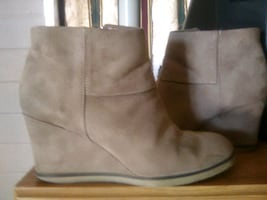 Ladies boots size 7.5 buy 2 get 1 free