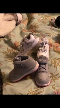 pair of gray Nike basketball shoes Gainesville, 32641