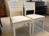 Pair of two white solid wood chairs with leather seat Langley, V1M 3Z1