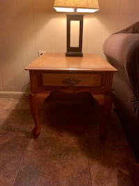 End table Annapolis, 21403