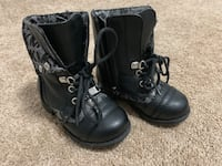 pair of black snow boots Airdrie, T4B 3V6
