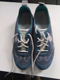 pair of blue-and-white low top sneakers Gatineau, J8T