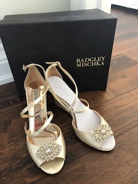 Designer: Badgley Mischka Size: 8.5 Material: Satin  Colour: ivory Mississauga, L4W 3Z8