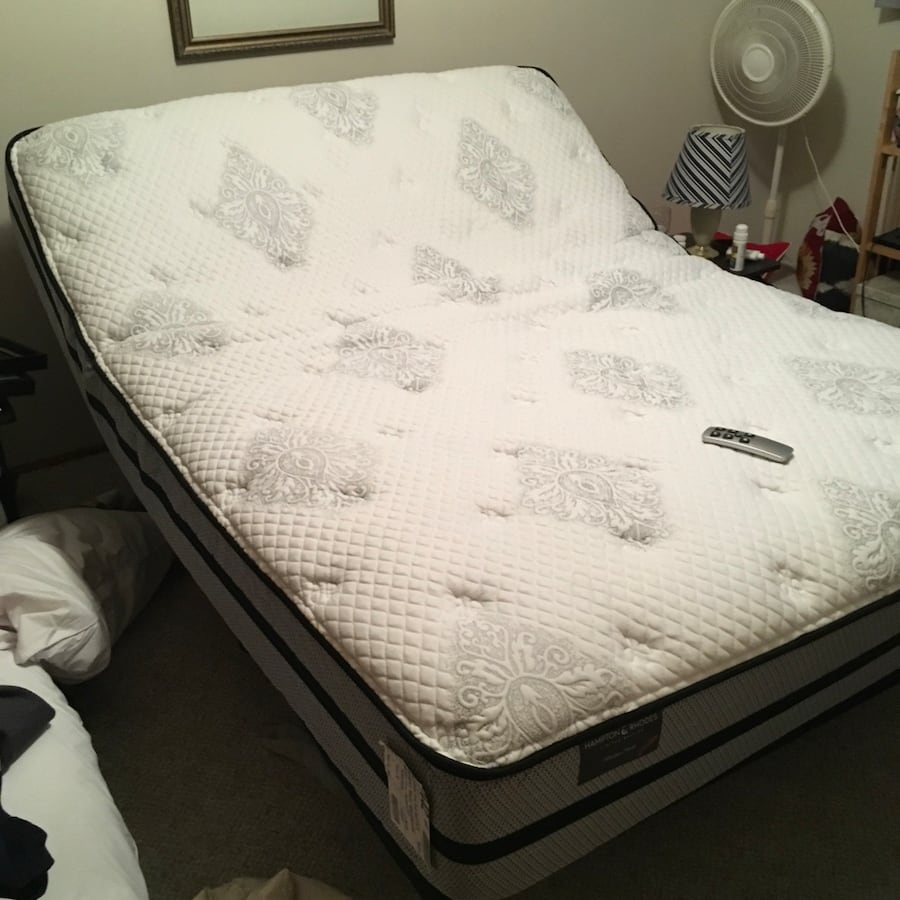 Queen size adjustable bed.  Mattress and frame w/remote.