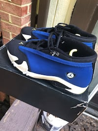 blue-and-black Air Jordan basketball shoes Woodbridge, 22192