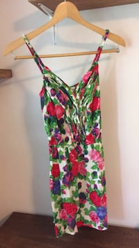 S floral dress with pockets Pointe-Claire, H9R 3V2