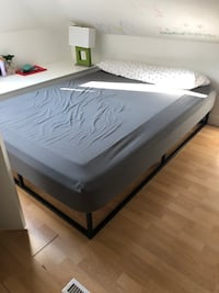 Queen bed Mississauga, L5G 1P8
