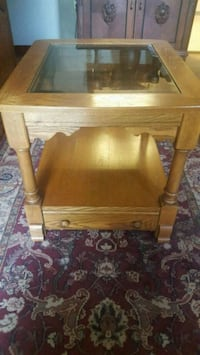 Solid oak end table Midwest City
