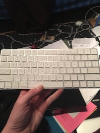 Apple cordless keyboard  Toronto, M4S 1N4