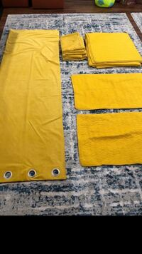 Yellow/mustardy Bed Set with 4 matching curtains & MORE Schaumburg, 60173
