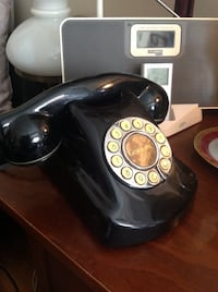 VINTAGE WWTTON GOTHAM 190 DESK TELEPHONE-BATMAN