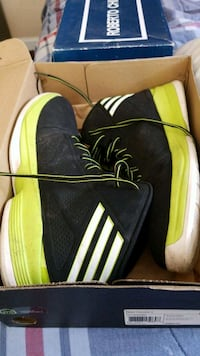 pair of black-and-yellow Adidas sneakers Midway, 32343