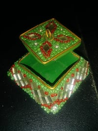 green and red beaded jewelry box Hazelwood, 63042