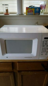 white General Electric microwave oven Waldorf, 20603