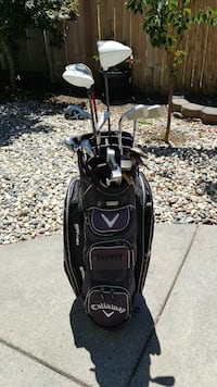 black and white Callaway golf bag with golf club s