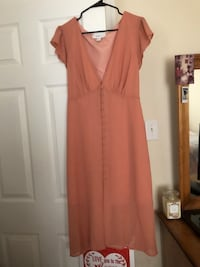 This is a pink chiffon dress from forever 21 never worn it is a 1x Stafford, 22556