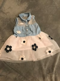 toddler's white and blue dress Mercedes, 78570