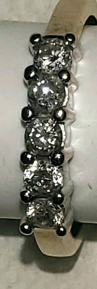 I have a size 8 or 9 diamond ring.  5  summers and 10k gold' band Indianapolis, 46226