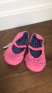 Child size 2 slippers New  London, N6B